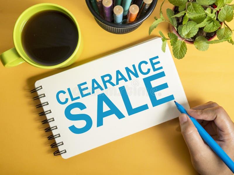 La liquidation, des mots de commercialisation de motivation d'affaires cite le concept photographie stock libre de droits