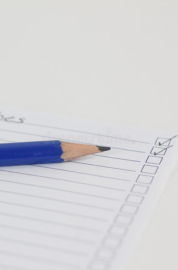 La lista de comprobación con se corrige imagen de archivo