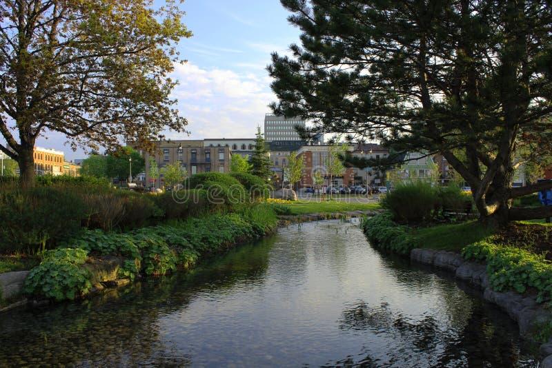 La litera rive adentro en el centro de la ciudad fotografía de archivo