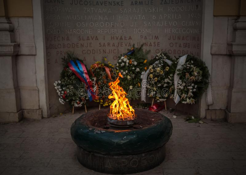 La llama eterna es un monumento a las víctimas de la Segunda Guerra Mundial en Sarajevo fotografía de archivo libre de regalías