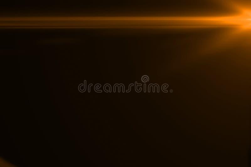 La llamarada brillante de la lente del color caliente del oro destella escape para las transiciones en fondo negro, títulos de la libre illustration