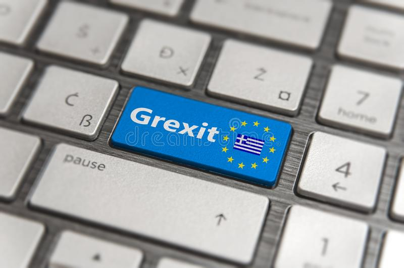 La llave azul entra en Grecia Grexit con el botón del teclado de la UE en tablero moderno foto de archivo
