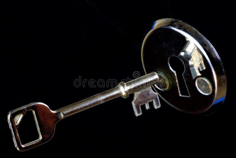 La llave es una herramienta para las cerraduras de abertura, para solucionar, entender y dominar el misterio, la cifra Apertura d fotografía de archivo