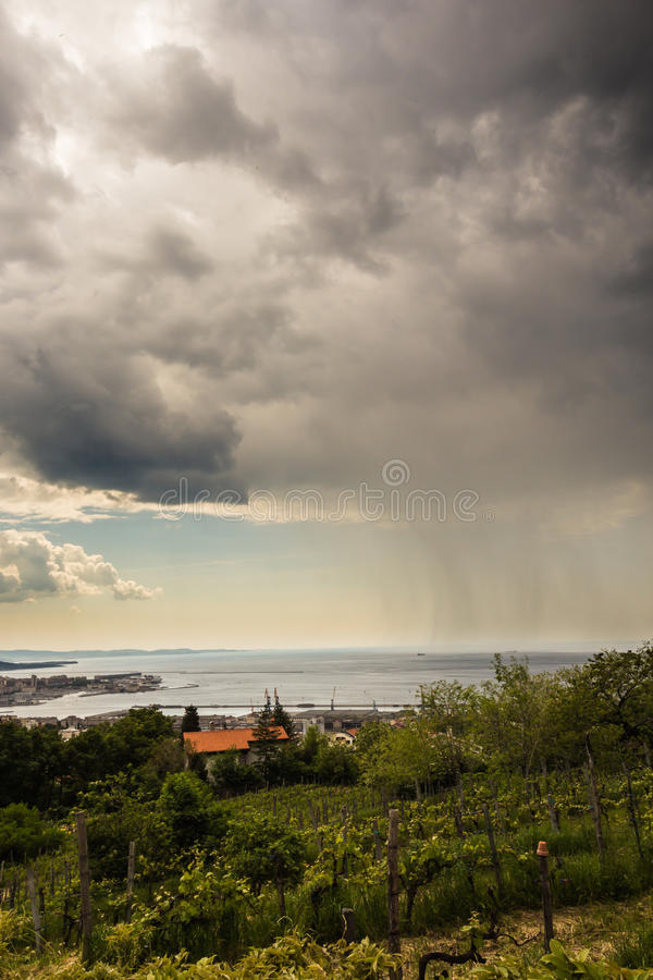 La lluvia está viniendo imagenes de archivo