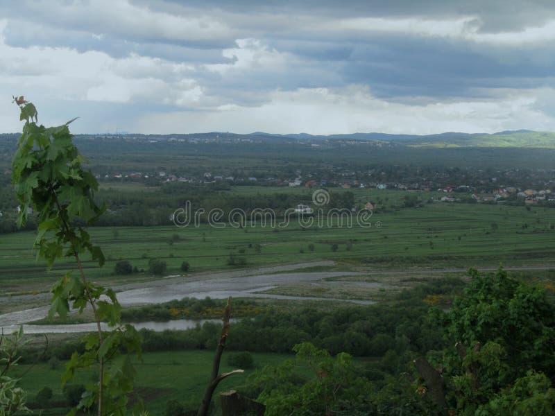 La lluvia va a venir al valle en pocos segundos imágenes de archivo libres de regalías