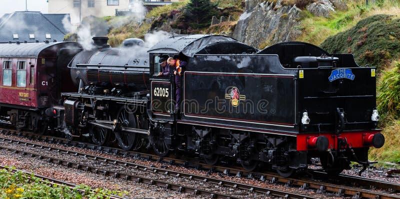 La locomotive à vapeur de Jacobite Mallaig de départ photographie stock