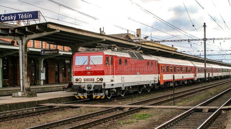 La locomotora eléctrica de la clase 162 llamó a Fast Pershing actuado por el CD en Cesky Tesin en Czechia foto de archivo libre de regalías
