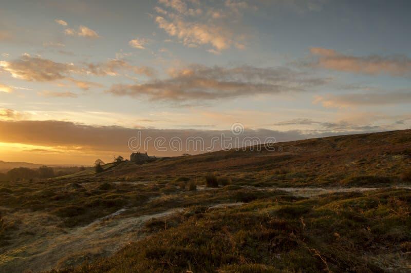 La loge de tir sur Ilkley amarrent au lever de soleil photo libre de droits