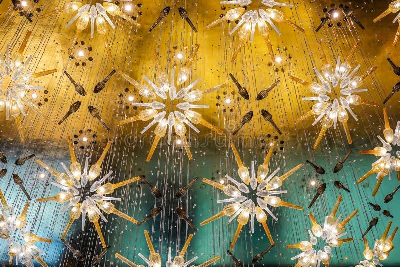 La luce dell'interno, bello retro del lusso d'annata è insieme del gruppo della decorazione moderna della lampada del soffitto al fotografia stock libera da diritti