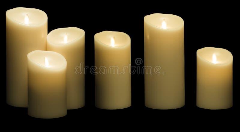 La luce della candela, tre luci bianche delle candele della cera, annerisce isolato fotografia stock libera da diritti