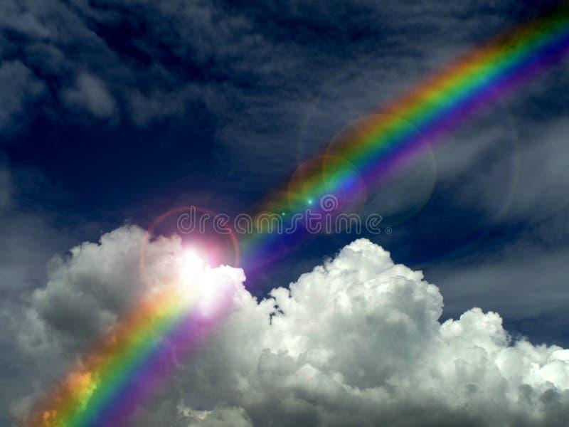 la luce solare che splendono sulla nuvola scura e l'arcobaleno dopo la pioggia cadono fotografia stock