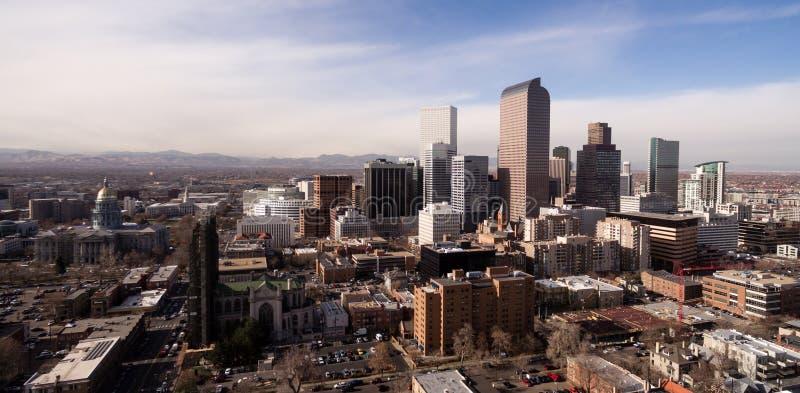 La lumière de fin de l'après-midi frappe les bâtiments de Denver Color du centre photo stock
