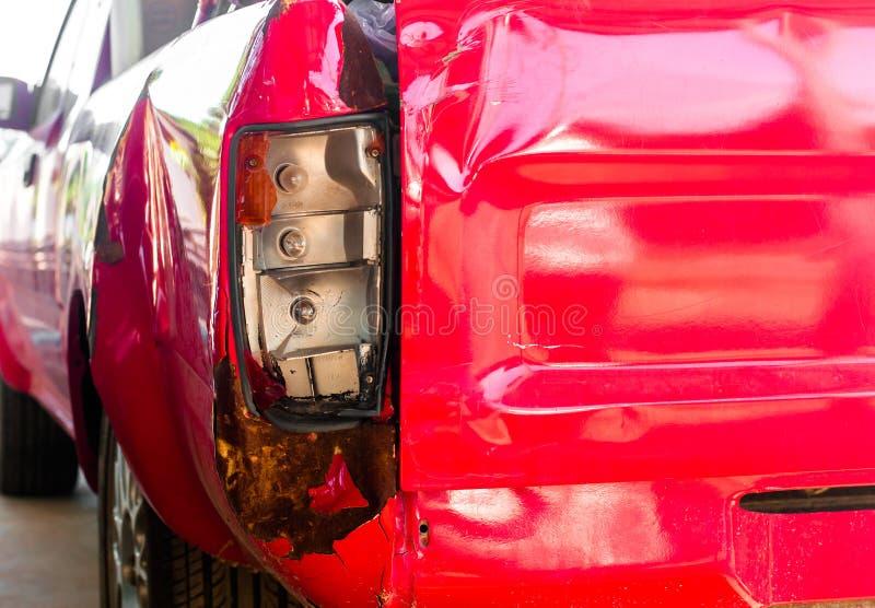 La lumière de queue de la voiture de dommages de voiture de collecte accidentellement photos libres de droits