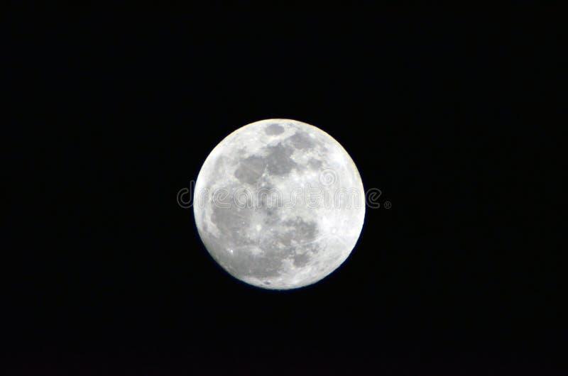 La luna… en una noche nublada fotos de archivo libres de regalías