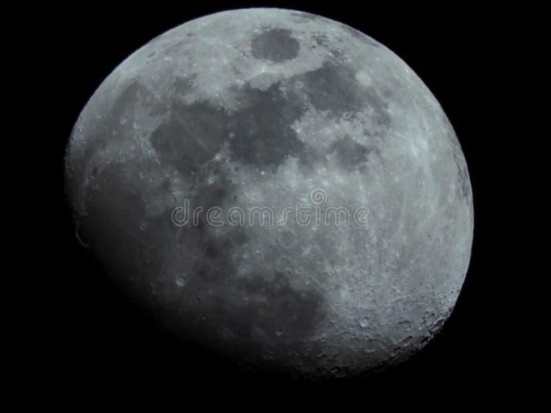 La luna… en una noche nublada fotografía de archivo libre de regalías