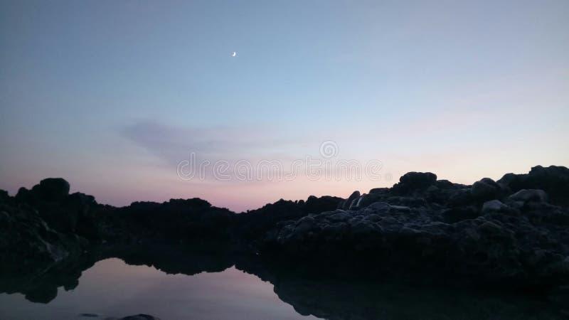 La luna… in una notte nuvolosa immagine stock