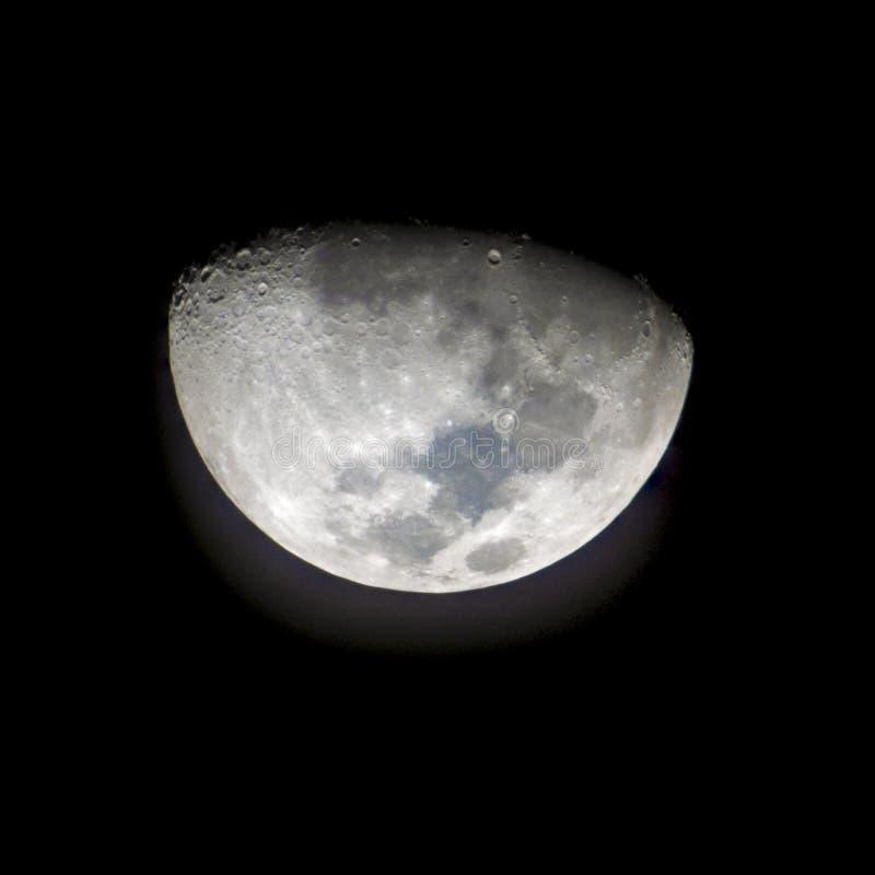 La luna después del primer trimestre por 2 días y tomado mientras que el moonset consideró el conejo precipitado imagen de archivo