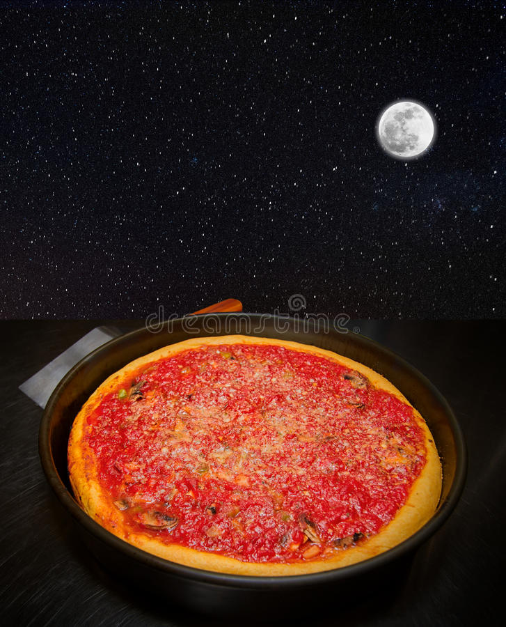 La luna golpea su ojo como una empanada de pizza grande fotos de archivo libres de regalías