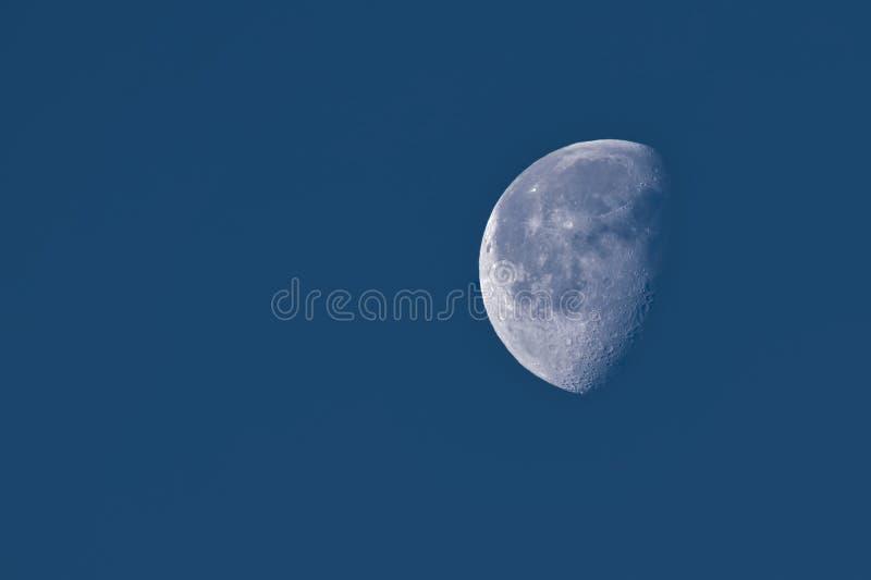 La luna in una fase Gibbous calante fotografie stock libere da diritti
