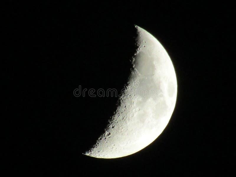 La luna? in una notte nuvolosa fotografie stock libere da diritti