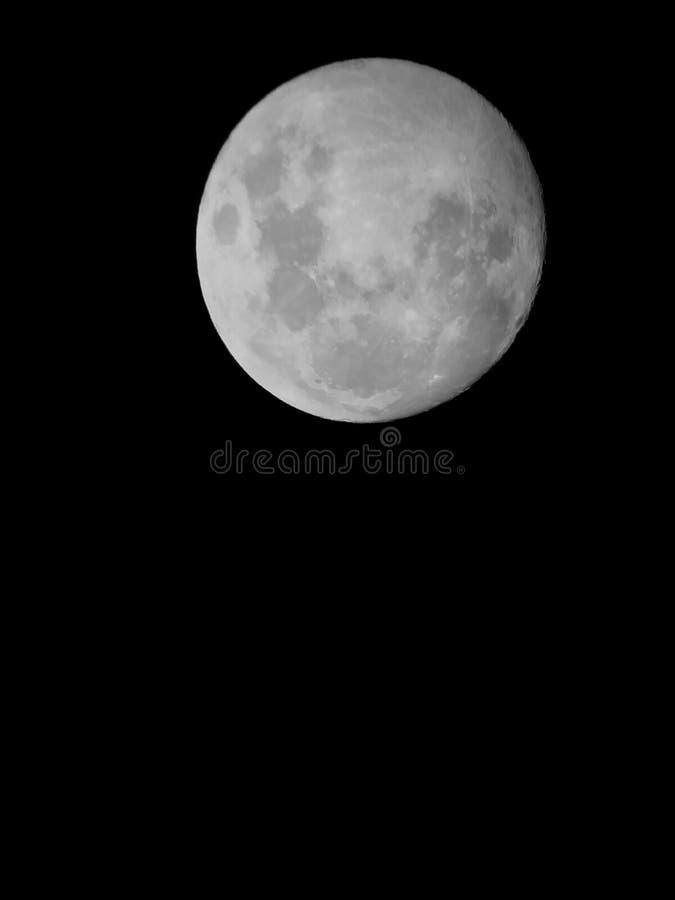 La lune… dans une nuit nuageuse image libre de droits