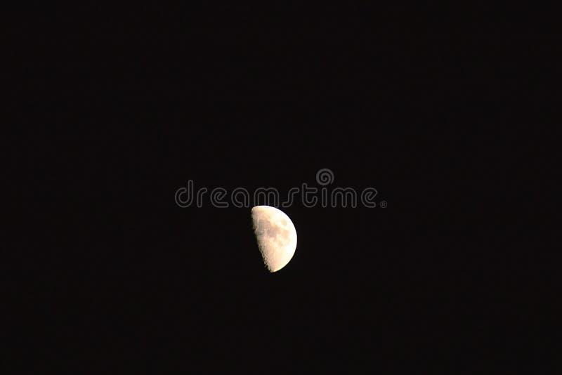 La lune… dans une nuit nuageuse photos stock