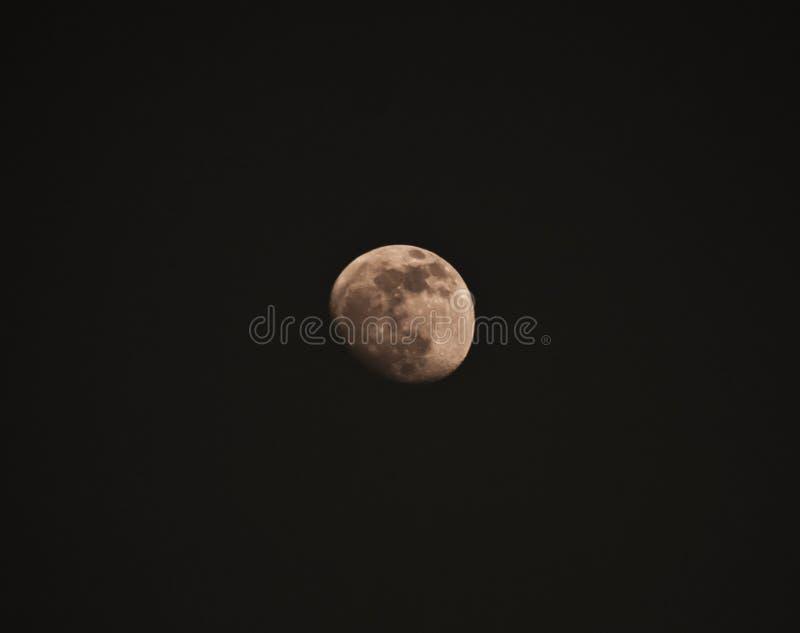 La lune dans le ciel images stock
