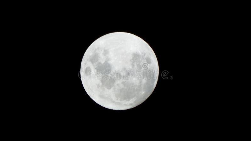 La lune est fidèle à sa nature et sa puissance n'est jamais diminuée photos libres de droits