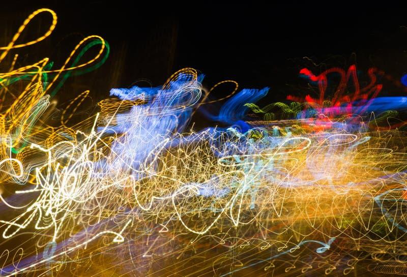 La luz abstracta mágica se arrastra en el movimiento al azar - backgrou abstracto imagen de archivo