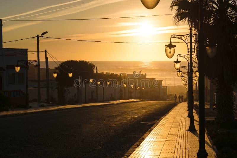 La luz del sol pasada golpea una calle, Plage de Aglou, Marruecos fotografía de archivo libre de regalías