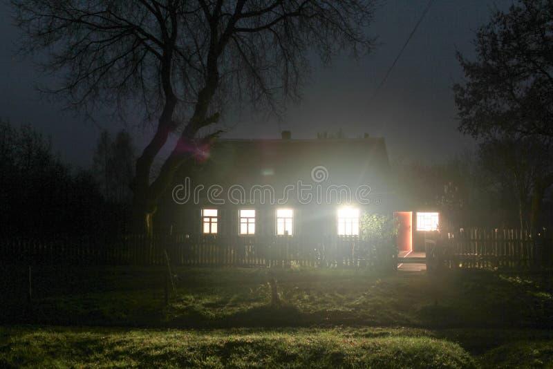 La luz en las ventanas fotos de archivo