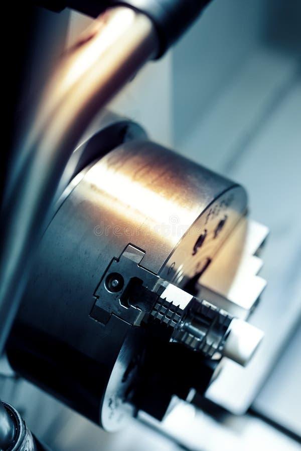 La máquina del torno del CNC fotografía de archivo libre de regalías