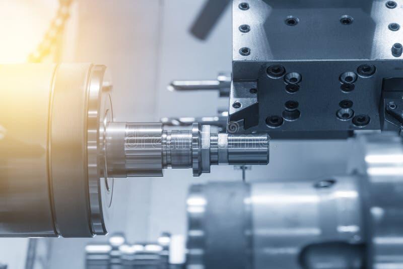 La máquina del torno del CNC o torno imagen de archivo libre de regalías