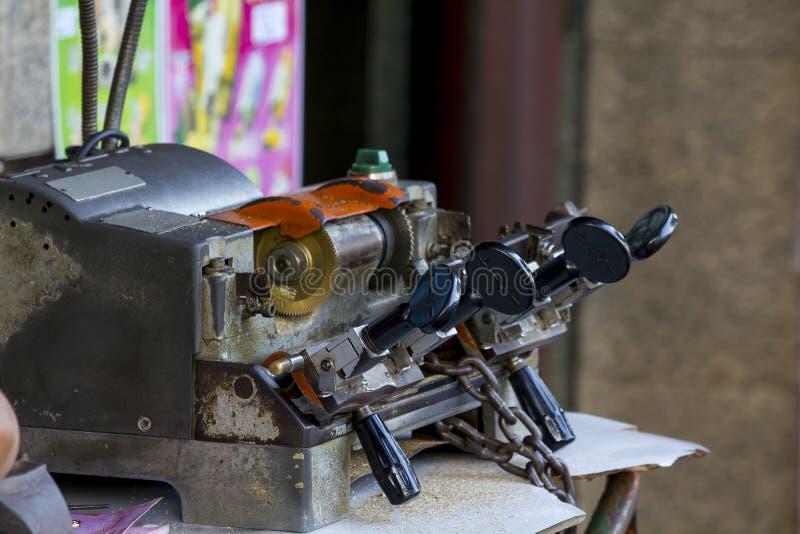 La máquina dominante de la copia está en la tabla fotografía de archivo