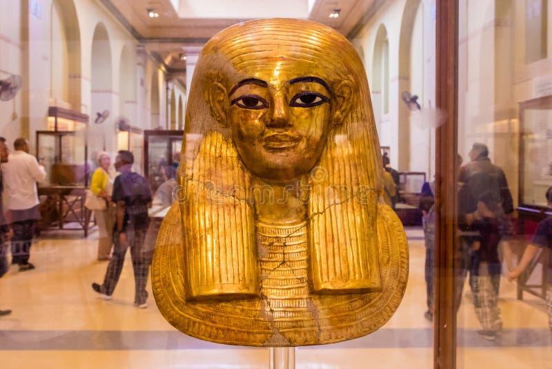 La máscara fúnebre de Pharoah exhibió en el museo foto de archivo libre de regalías
