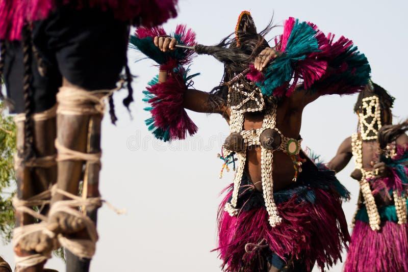 La máscara femenina y el Dogon bailan, Malí. imagen de archivo
