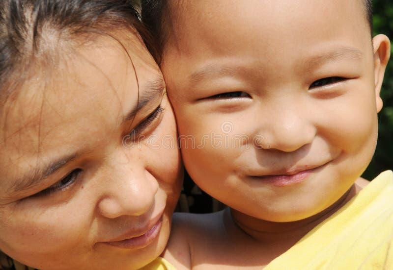 La mère et le fils asiatiques images stock