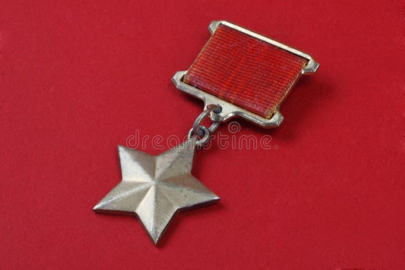La médaille d'étoile d'or est les insignes spéciaux qui identifie des destinataires du titre photographie stock
