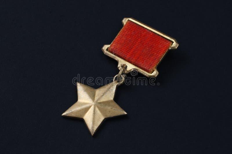 La médaille d'étoile d'or est les insignes spéciaux qui identifie des destinataires du titre photo stock