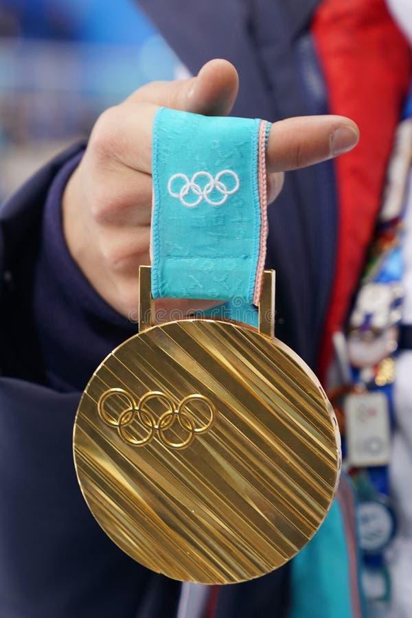 La médaille d'or des jeux olympiques PyeongChang 2018 de l'hiver XXIII a gagné par le champion olympique dans les nababs Perrine  photos libres de droits