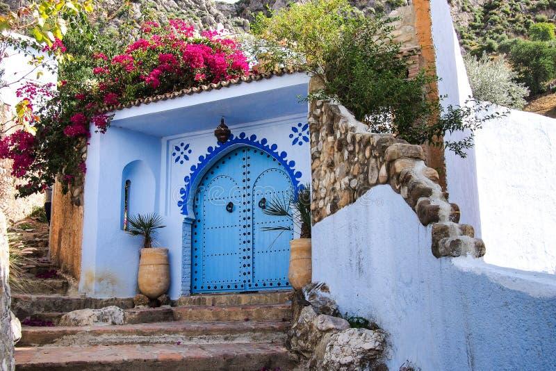 La Médina de Chefchaouen, Maroc a noté pour ses bâtiments aux nuances du bleu images libres de droits