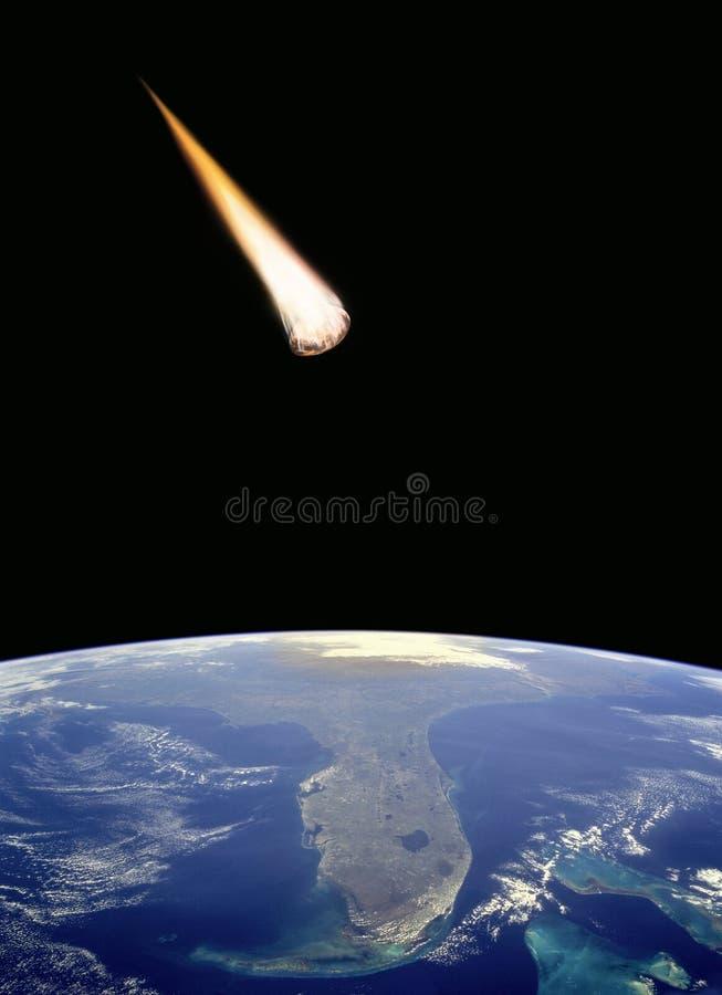 La météorite se heurtent la terre image libre de droits
