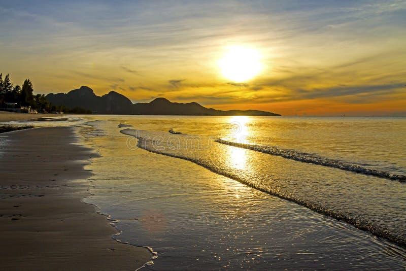 La mañana idílica del sol fotografía de archivo