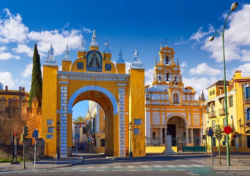 La Macarena de Sevilla Puerta y basílica Sevilla imagen de archivo