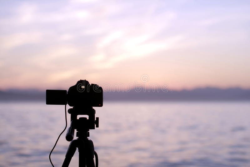 La macchina fotografica al tramonto immagine stock