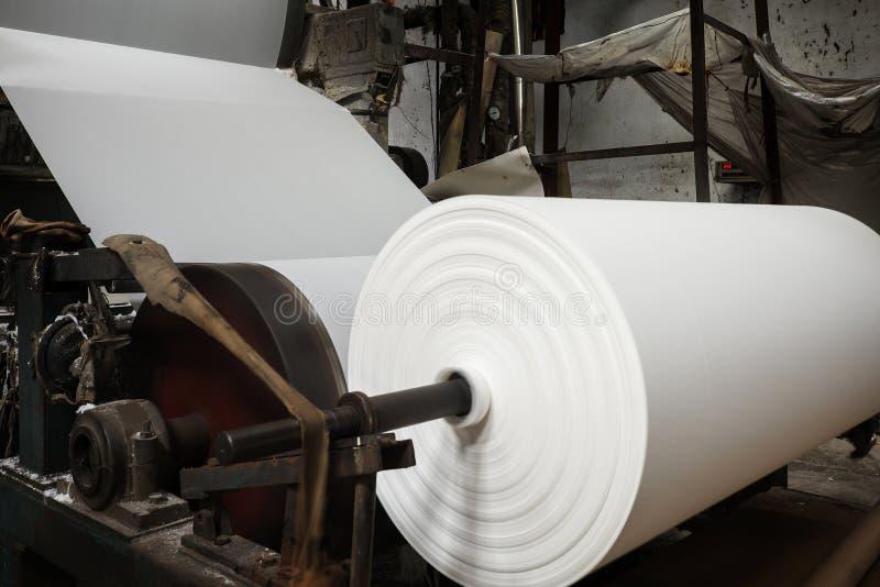 La machine de papier dans l'usine photo libre de droits