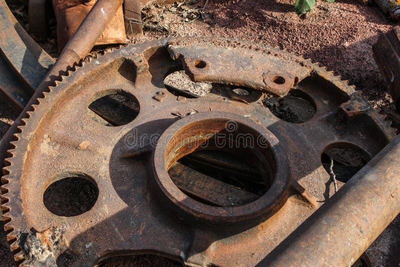 La machine partie le vieux fer rouillé photo stock