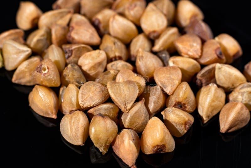 La macro collection, gluten gratuit a rôti les graines sèches de boekwheat étroites photo libre de droits
