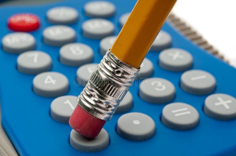 La macro de un borrador de lápiz y una calculadora empalman fotografía de archivo libre de regalías
