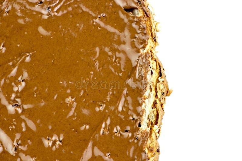 La macro del primer de la avellana del chocolate se separó en el pan fotografía de archivo